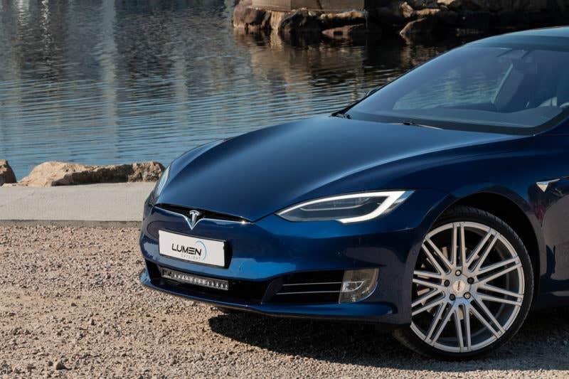Lumen Helios CS20 - perfekt ekstralys til din Tesla!
