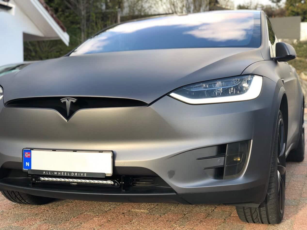 Tesla model X med Lazer Linear 18 Elite LED fjernlys