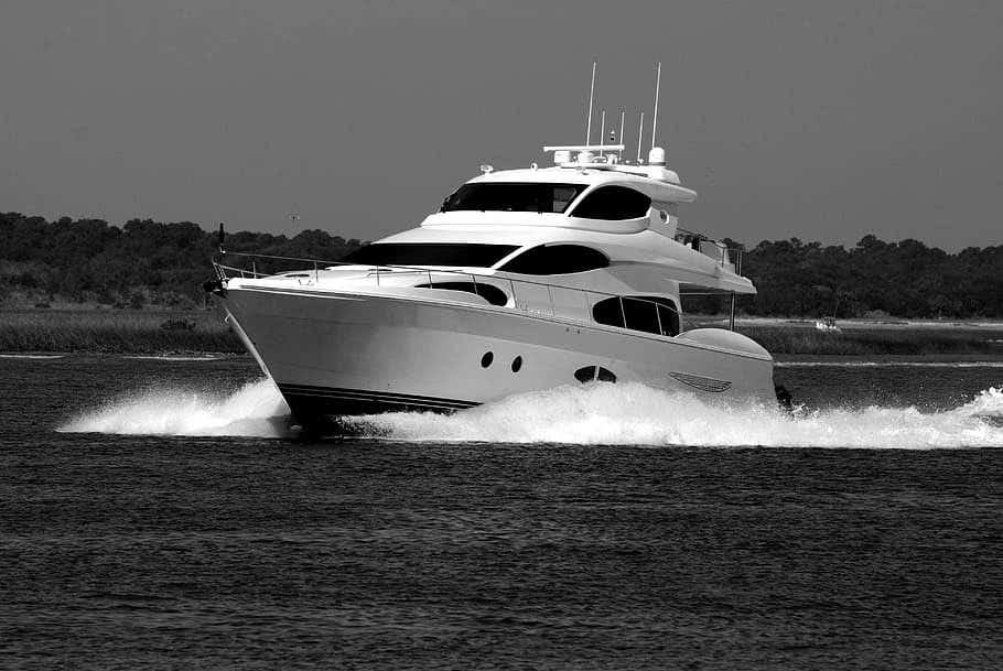 LED-lys til båd og marine. Hvordan vælger man gode lyskastere?