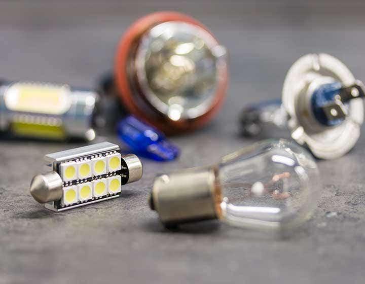 Kjøp parklyspærer, kjørelys, ryggelys, skiltlys, drl, blinklys, bremselys og mye mer hos ekstralys.no